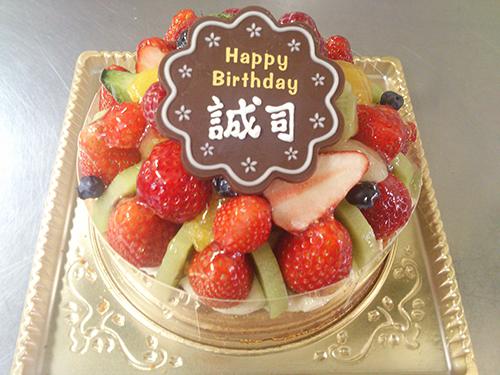 フルーツいっぱいのオリジナルケーキ