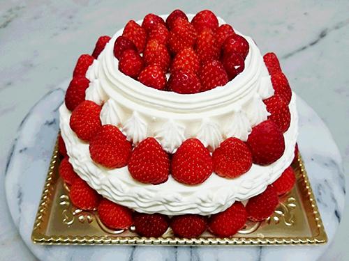 イチゴがいっぱいのオリジナルケーキ