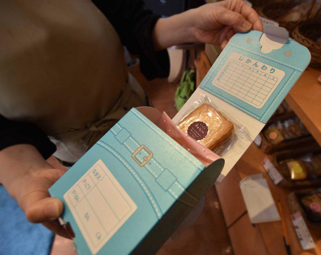 ランドセルの焼き菓子の箱
